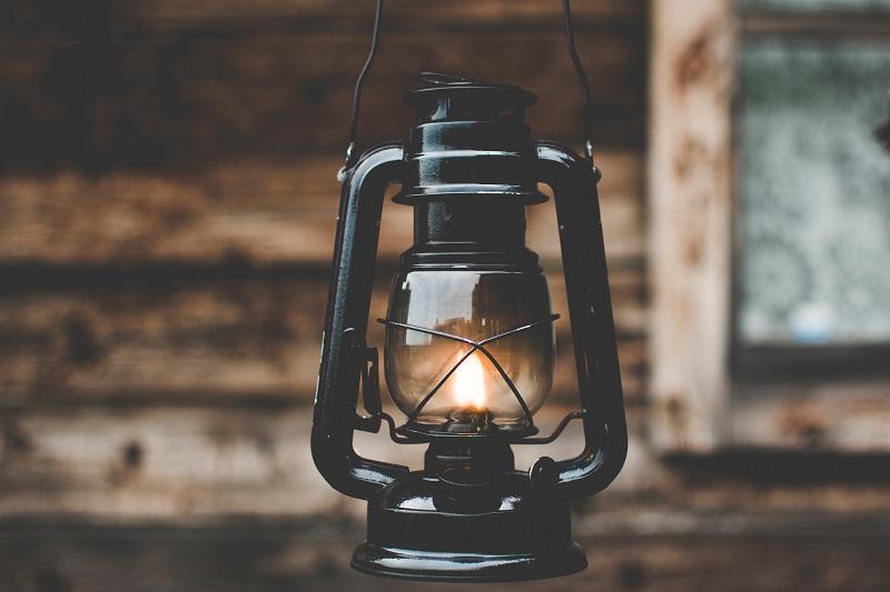 Podświetl wnętrze mieszkania lampą oliwna.