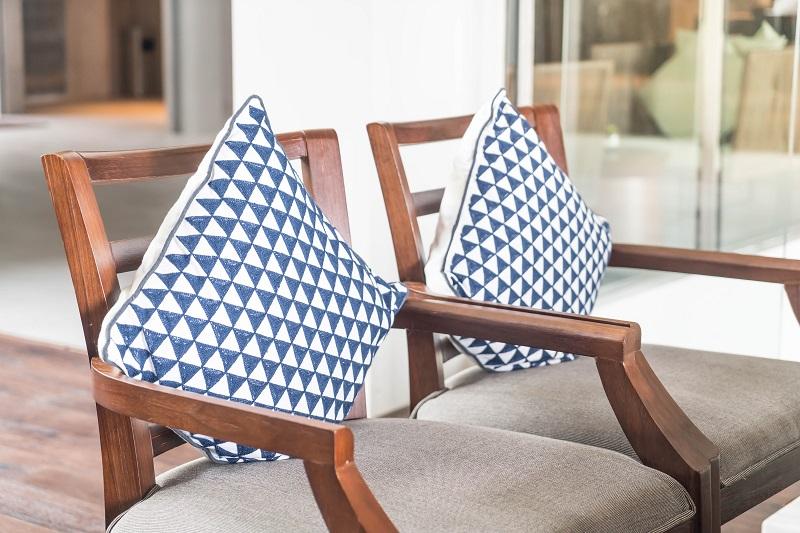 Ekstrakcyjne pranie kanap i krzeseł – jakie korzyści przynosi ta usługa?
