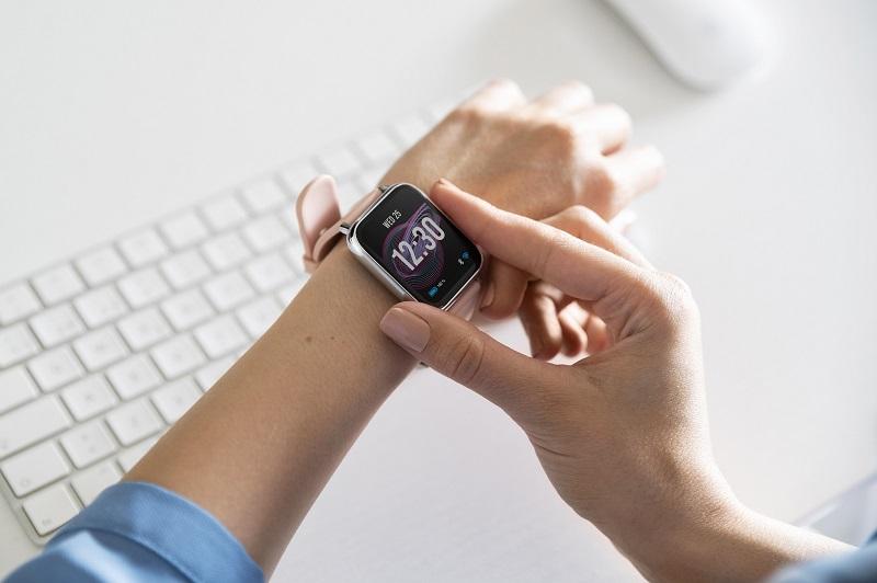 Najważniejsze funkcje smartwatchów i smartbandów